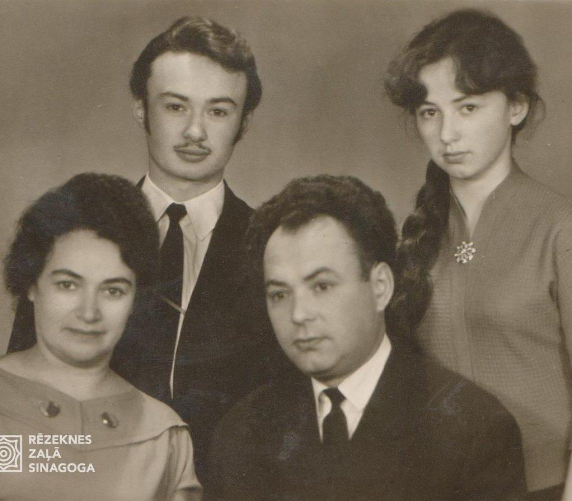 Kečedži Oļegs, Kečedži Poļina, Kečedži Natans, Kečedži Ludmila