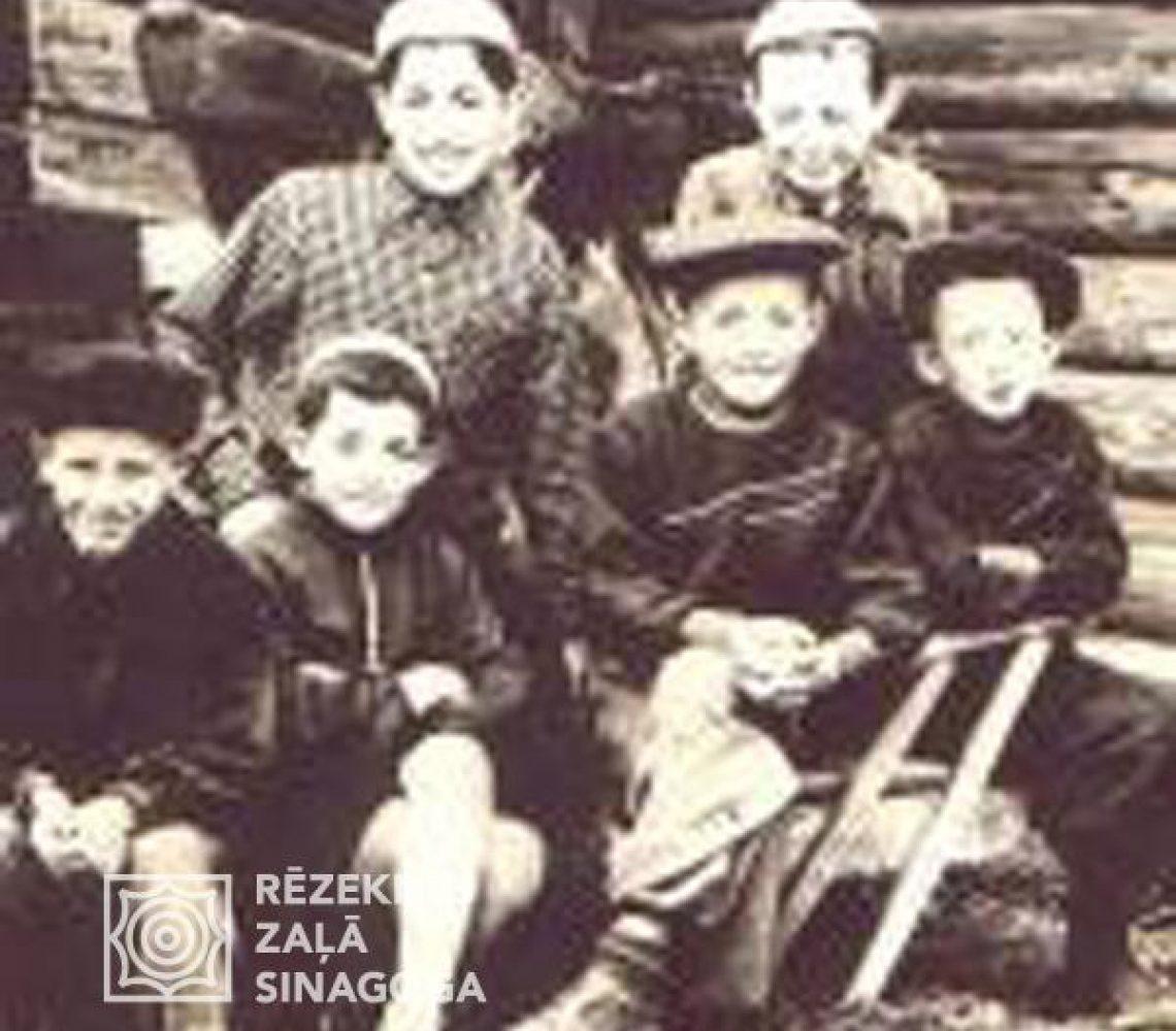 Izraeļits Vova, Černobrovs Foļa, Černobrovs Miša, Ano Beņa